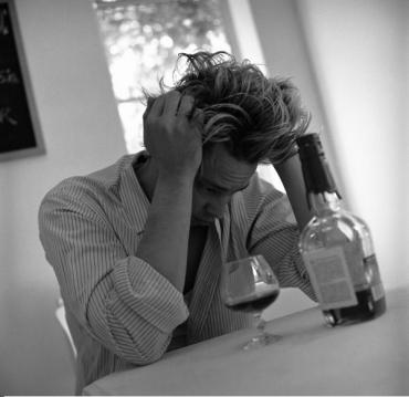 ...пробы спиртных напитков, усваиваются от взрослых алкогольные обычаи...
